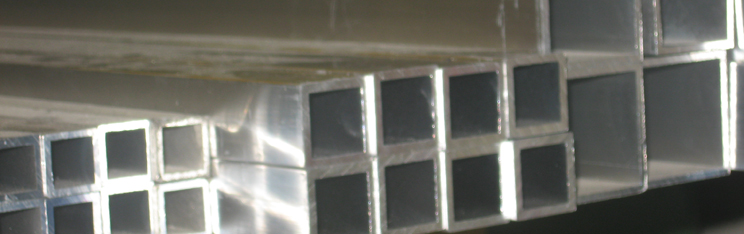 Tubi in alluminio tondi rettangolari e quadrati for Ferro tubolare quadrato prezzo